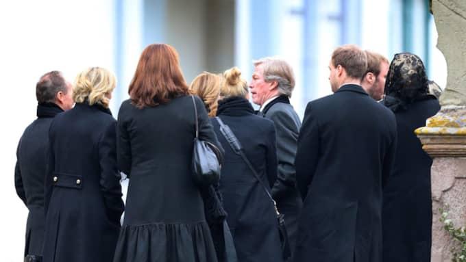 Prins Leopold tillsammans med andra gäster efter ceremonin. Foto: Karl-Josef Hildenbrand / Epa / Tt