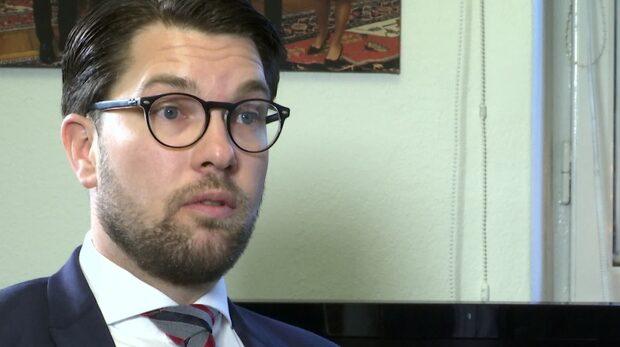 """SD-ledaren Jimmie Åkesson sågar sin svärmors agerande: """"Skamligt"""""""