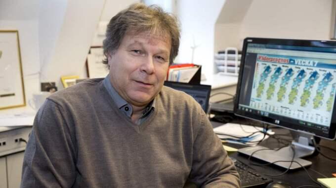 """""""Det är vintervägar nu med snörök och halka"""", säger Johan Groth, meteorolog på väderinstitutet Storm. Foto: Ylwa Yngvesson"""