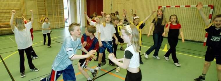 GÖR NYTTA. Bunkefloprojektet i Malmö, där bland andra Sundbroskolan haft schemalagd idrott varje dag sedan 1999, visar att barnen som har gympa varje dag presterar avsevärt bättre än elever som bara haft vanlig skolgympa två gånger i veckan. Allra störst effekt har den haft för killarna. Foto: Christer Wahlgren