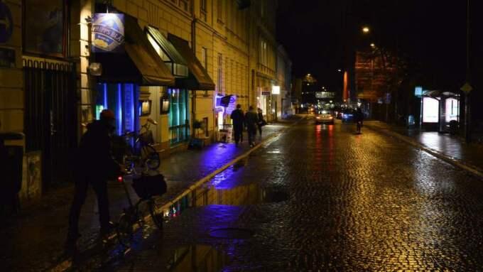Det var på en sportbar i Lund som kvinnan och den friade mannen ska ha träffats.
