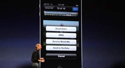 Här presenterar Steve Jobs nya Iphonen.