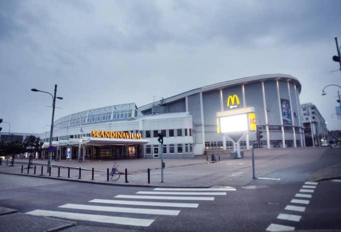 2. GÖTEBORG - SCANDINAVIUM. Scandinavium och hotell i Göteborg har redan preliminärbokats. Staden är en van konsertarrangör, som nu satsar allt på att få Eurovision Song Contest till sin stad. Arenan rymmer 14 000 personer ryms vid konserter och 12 044 vid idrottsevenemang. 1985 stod Göteborg och Scandinavium värd för Europafinalen, året efter Bröderna Herreys seger. Foto: Anders Ylander