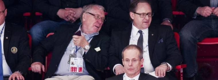 Ishockeyförbundets Bo Tovland, Peter Forsberg och Christer Englund uppskattade inte att de inte behövde trängas under premiären. Foto: Nils Petter Nilsson