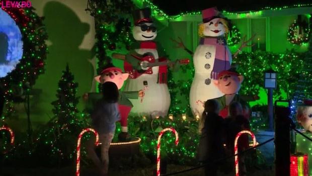 Folk vallfärdar för att se hans juldekorationer