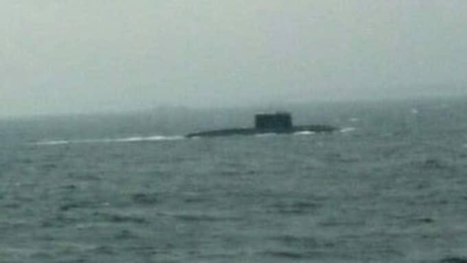 Många vittnen hörde av sig till försvaret efter att ha sett den ryska ubåten i Öresund på fredagen. En läsare skickade in den här bilden till Kvällsposten. Foto: Läsarbild