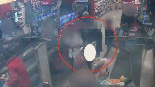 Kontokortsligan som dömdes hade fräcka metoder. Damerna övervakades när de skulle betala sina varor i butikerna. Foto: Polisen