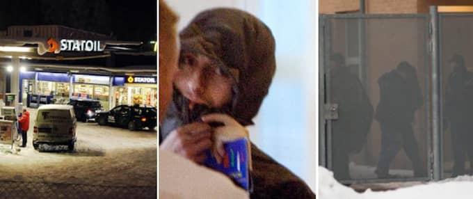 Svenske Munir Awad, 29, är en av de häktade. Han har tidigare gripits två gånger misstänkt som terrorist.
