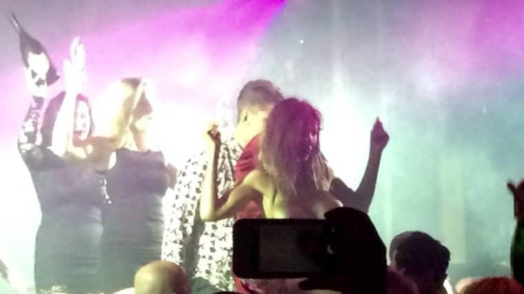"""Puma Swede reagerar på beskrivningen av festerna som """"porrshower"""". """"Det var en dvärg som var där, andra lättklädda tjejer, festen var som en cirkus och så bräckte jag allt genom att komma in guldmålad"""", säger hon. Foto: Privat"""
