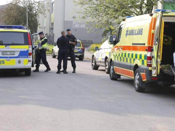 – Jag såg att det var folk på ett garagetak som sköt mot en man i en rondell. Den skjutne sprang till en innergård och gömde sig i en trappuppgång, säger vittnet. Foto: Lennart Rehnman