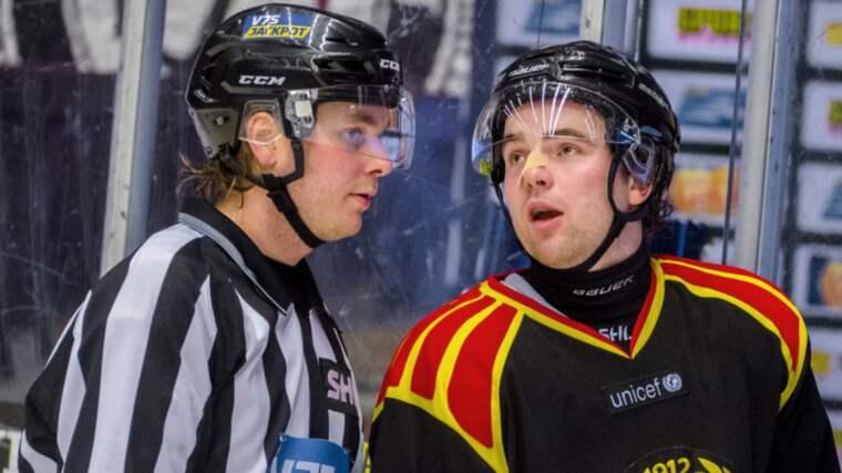 Ponthus Westerholm besviken efter sitt match penalty Foto: Simon Hastegård