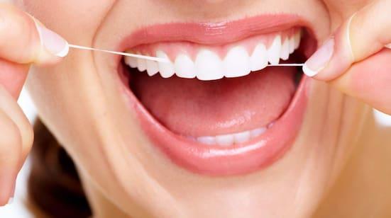 borsta tänderna före eller efter frukost