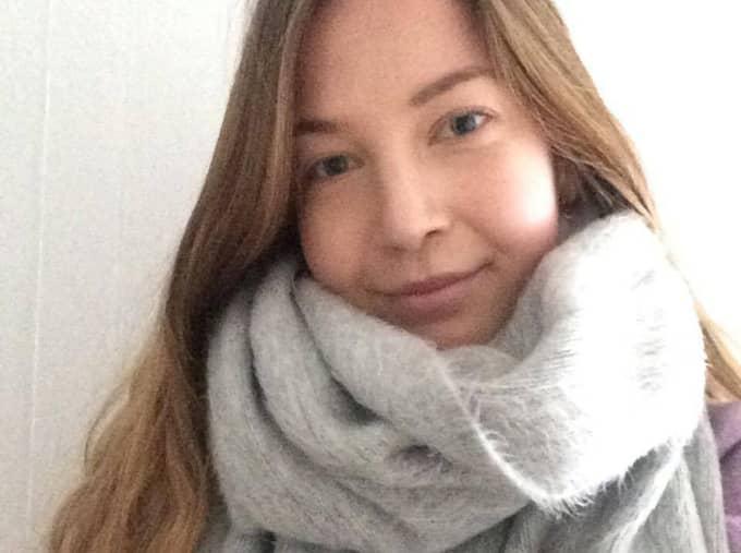 Elin Henriksson blev upprörd när hon såg skolmaten. Det som skulle föreställa stuvade makaroner såg ut som något helt annat. Foto: Privat