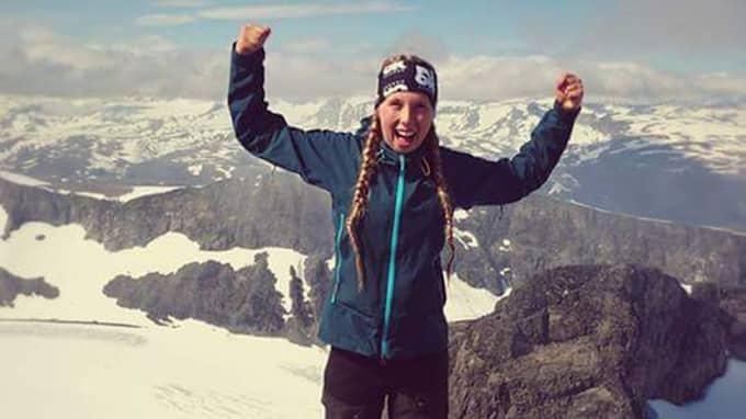 """""""Madeleine Beerman, nyvald ordförande för Unga Reumatiker, på toppen av Norges högsta berg, Galdhøpiggen."""" Foto: Privat Bild"""