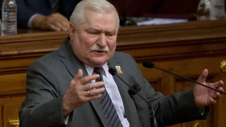 Nya dokument ska visa att Polens förre president Lech Walesa samarbetat med Polens kommunistparti, för vilket han fick betalt. Foto: AP/TT Nyhetsbyrån/Fernando Llano