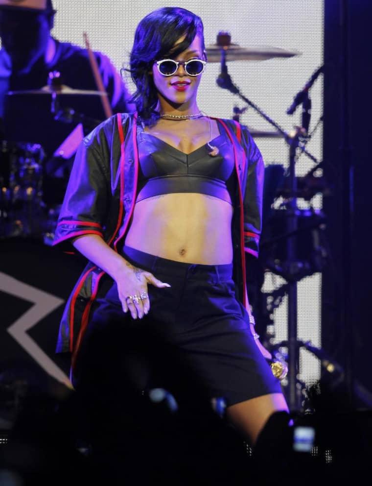 """Rihanna på scen under onsdagens spelning i Mexiko, som var det första stoppet på turnén """"777"""", där sångerskan besöker sju städer - bland annat Stockholm - under sju dagar. Foto: Marco Ugarte"""