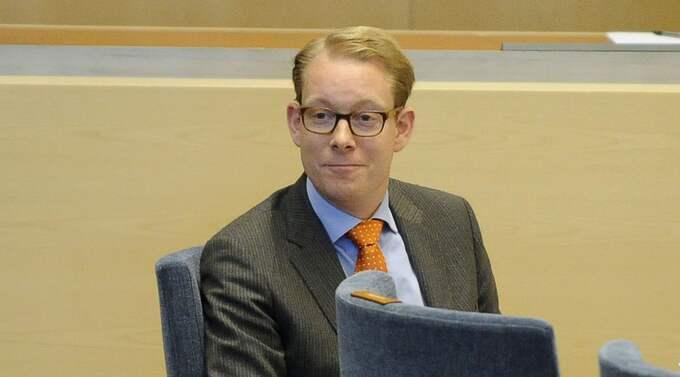 Trots de högljudda protesterna står Billström fast vid att inga lagändringar bör göras. Foto: Jan Düsing