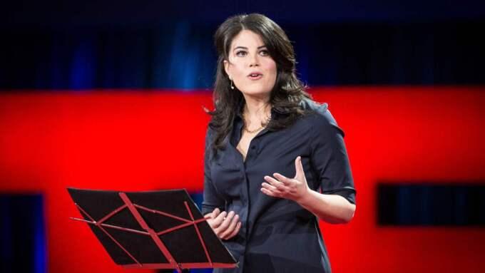 """Monica Lewinsky berättar på Ted-konferensen om att leva med förödmjulensen efter """"Lewinsky-affären"""". Foto: Ted2015 Via Bestimage"""