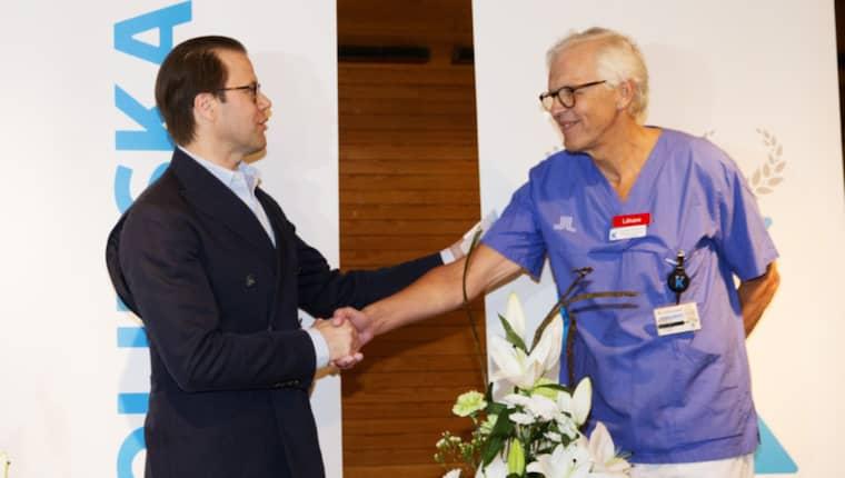 Läkaren Lennart Nordström med prins Daniel Foto: Nils Petter Nilsson