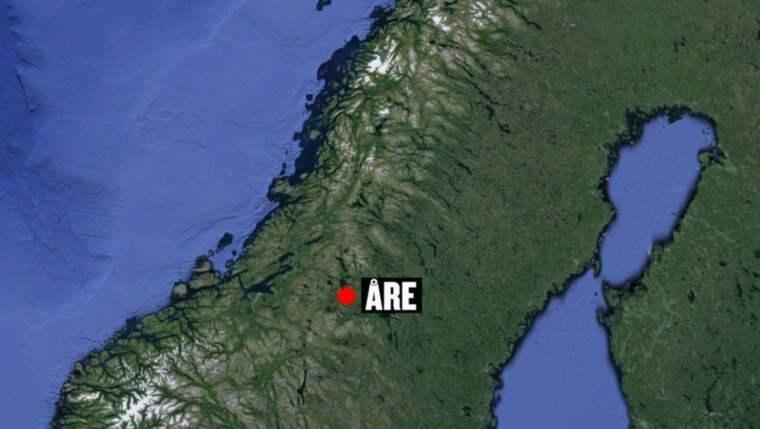 En man i 25-årsåldern blev knivskuren i ansiktet när han utsattes för ett rånförsök på Åre torg.