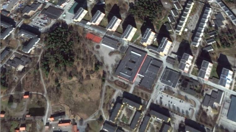 Mannen sköts ihjäl utanför tunnelbanestationen i Akalla. Foto: Google earth