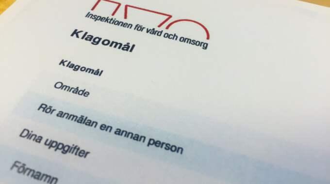"""Karin har fått sjukskriva sig vid flera tillfällen på grund av smärtorna. """"Det känns som att ha mensvärk dygnet runt"""", säger hon. Foto: Sanna Wikström"""