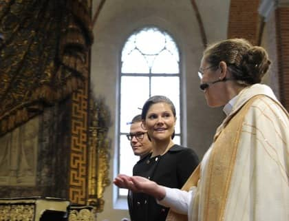 Biskop Eva Brunne läste en text som handlade om när Jesus talade till sina lärjungar om kärlek till sina medmänniskor. Då stormade plötsligt Sverigedemokraterna ut från gudstjänsten. Foto: Anders Wiklund / Scanpix