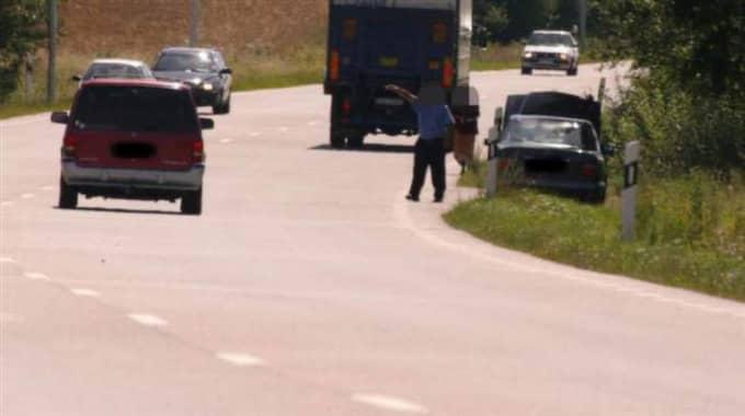 Vägpirater begår varje sommar brott på E6. De stoppar människor längsmed vägen. Ibland går det så långt så att bilisterna misshandlas. Foto: Thomas Friström