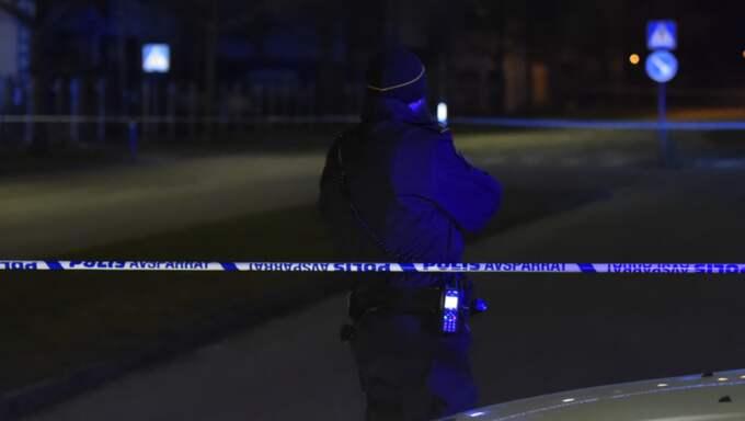 En man sköts till döds på öppen gata i stadsdelen Lindängen i Malmö under natten mot måndagen. Foto: Andreas Holm
