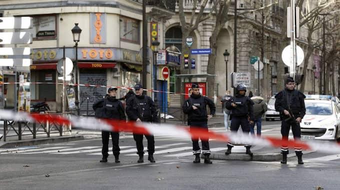 Det var i torsdags, exakt ett år efter attacken mot den franska satirtidningen Charlie Hebdo, som en man sköts till döds av polis efter att han försökt storma en polisstation i norra Paris. Foto: Thierry Chesnot