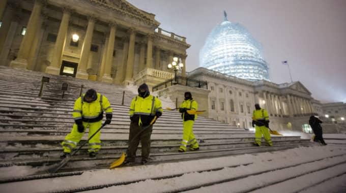 Hittills har stormen dödat flera personer. Foto: Jim Lo Scalzo / Epa / Tt