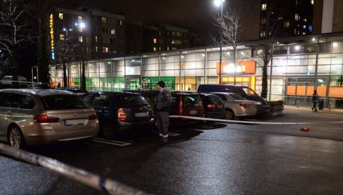 Dådet ska ha inträffat inför ett stort antal chockade vittnen på parkeringsplatsen. Foto: Christer Wahlgren