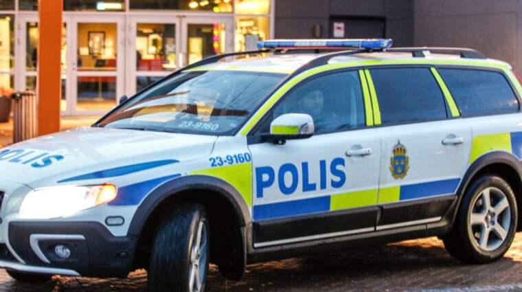 """""""Det har varit en skottlossning och en man är förd till sjukhus. Vi har inlett en förundersökning om försök till mord"""", säger Tommy Lindh vid polisen i Bergslagen. Foto: Richard Ström"""