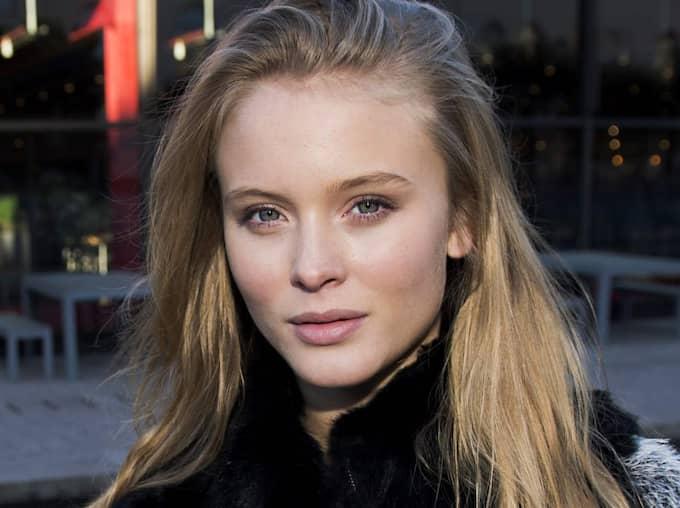 """""""Jag tror det är det senaste halvåret jag blivit en arg feminist. Jag insåg att världen är fucked up. Jag hoppas att jag fått unga tjejer att öppna ögonen lite"""", säger Zara Larsson. Foto: Sara Strandlund"""