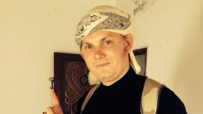 För tre månader sedan tog Michael Skråmo med fru och fyra barn till Syrien,