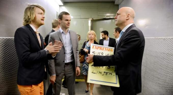 """Arbetslöshet i fokus. När Expressens Elisabeth Marmorstein och Karl-Johan Karlsson möter statsminister Fredrik Reinfeldt pratar de mycket om den ökade arbetslösheten. """"Ska man få det att fungera på den svenska arbetsmarknaden så måste man göra det med arbetsmarknadens parter"""", säger Fredrik Reinfeldt. Foto: Robban Andersson"""
