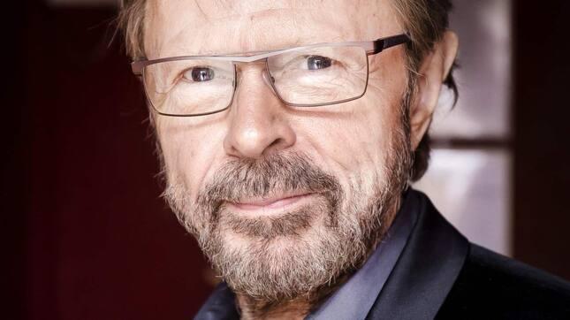 Hedersgästen Björn Ulvaeus fick äran att trycka på knappen för knallskottet. Foto: Simon Hastegård