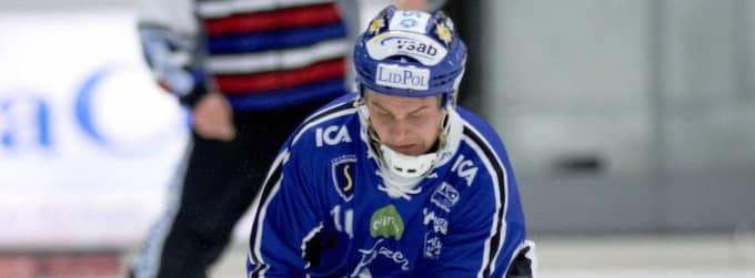 David Karlsson signerade sitt namn på ett nytt kontrakt som håller honom kvar i Villa i ytterligare tre år. Foto: Johan Främst