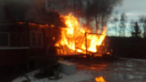 Villa helt övertänd - kommer brinna ner