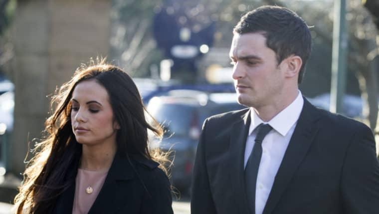 Adam Johnson med flickvän på väg till rättegången.