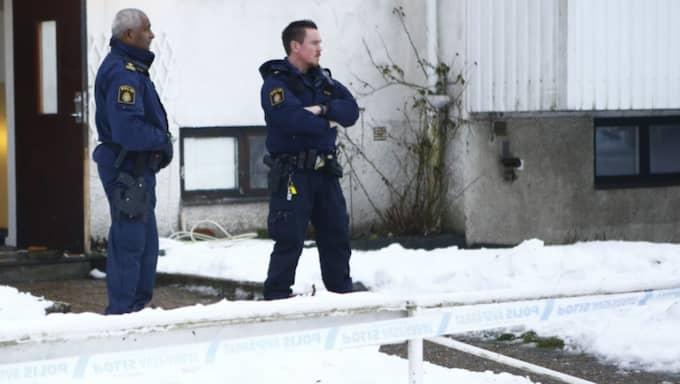 Kvinnan fördes till sjukhus men hennes liv gick inte att rädda. Foto: Henrik Jansson