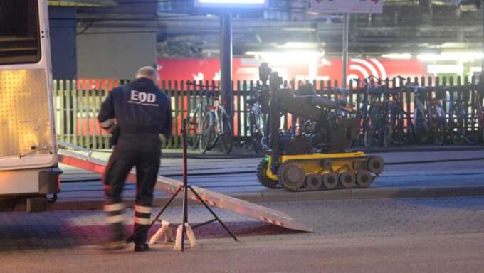 Polisen i Köpenhamn undersöker flera misstänkta väskor just nu. Foto: Kenneth Meyer