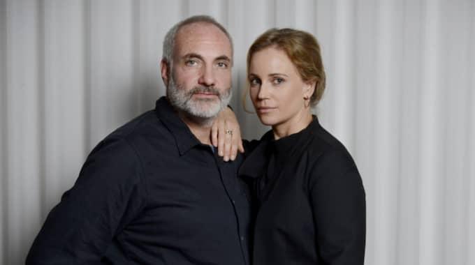 """Karaktärerna Martin Rhode och Saga Norén ur SVT:s """"Bron"""", spelade av Kim Bodnia och Sofia Helin. Foto: Robban Andersson"""