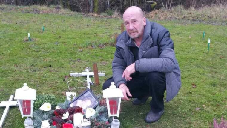 Ulf Renholm skulle till dotterns grav för att tända ljus när han upptäckte att någon skändat flera gravar. Foto: Privat