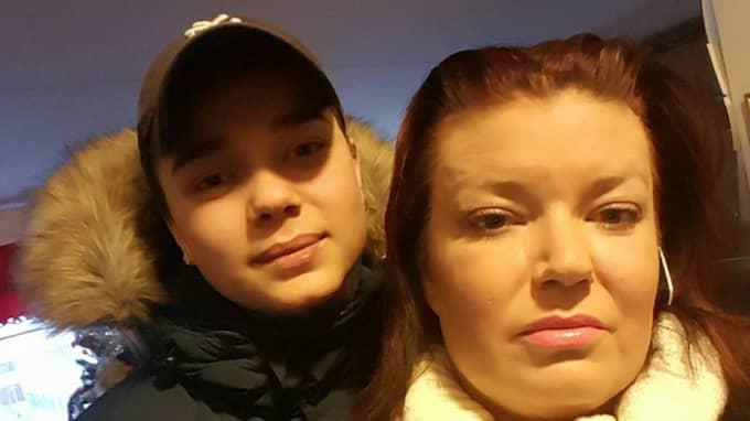 Robin, 15, sköts i Akalla. Här med mamma Carolina. Foto: Privat