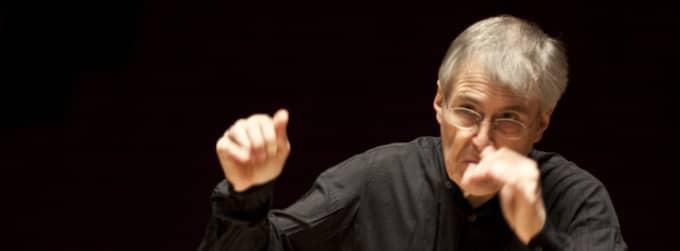 Christian Zacharias spelade piano och dirigerade med Göteborgs symfoniker under After Work på Konserthuset i går kväll. Foto: Måns Pär Fogelberg