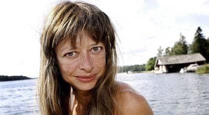 """KÄNNER SIG BESTULEN. Författaren Carina Rydberg, hittade sina egna verk på fildelningssajten Pirate Bay. """"Ingen har ens bemödat sig om att ta reda på vart sajtens ägares inkomster har tagit vägen. Ingen tycks vara intresserad av hur mycket pengar den här verksamheten faktiskt genererar"""", skriver Rydberg. Foto: CORNELIA NORDSTRÖM"""