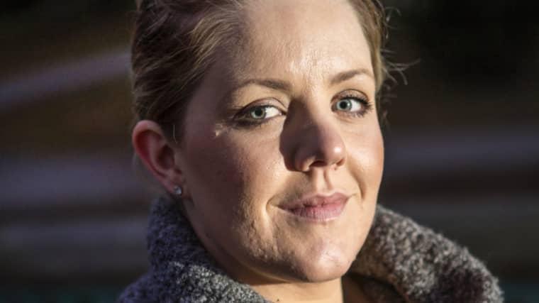 Bort med tabun kring att diskutera problematiken kring sex och samlevnad för cancerdrabbade, tycker Malin Carlsson. På lördag är hon med och diskuterar ämnet när Ung Cancer arrangerar ett seminarium kring ämnet. Foto: Henrik Jansson