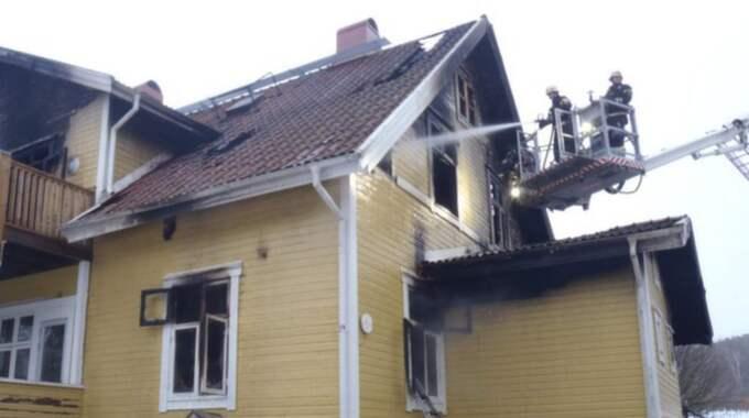 Brandkåren förde en lång och dramatisk kamp mot lågorna i Per-Olas hem. Foto: Räddningstjänsten Halmstad
