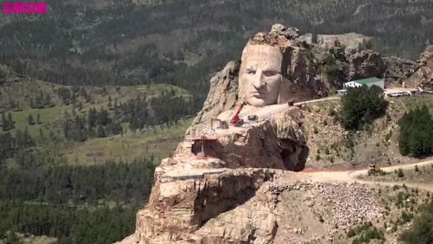 Galna skulpturen ska bli världens största